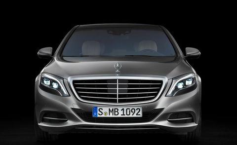 Mode of transport, Automotive design, Vehicle, Automotive lighting, Land vehicle, Grille, Automotive exterior, Headlamp, Car, Automotive parking light,