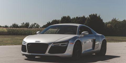 Automotive design, Vehicle, Automotive mirror, Transport, Land vehicle, Rim, Car, Grille, Hood, Automotive tire,