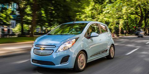 Motor vehicle, Tire, Wheel, Automotive design, Mode of transport, Automotive mirror, Vehicle, Transport, Land vehicle, Car,