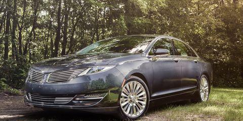 Tire, Wheel, Automotive design, Vehicle, Alloy wheel, Rim, Automotive tire, Car, Grille, Spoke,