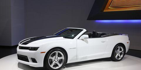 Tire, Wheel, Automotive design, Vehicle, Chevrolet camaro, Automotive tire, Hood, Automotive wheel system, Automotive lighting, Car,