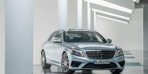 Wheel, Automotive design, Vehicle, Grille, Car, Automotive exterior, Automotive lighting, Alloy wheel, Rim, Mercedes-benz,