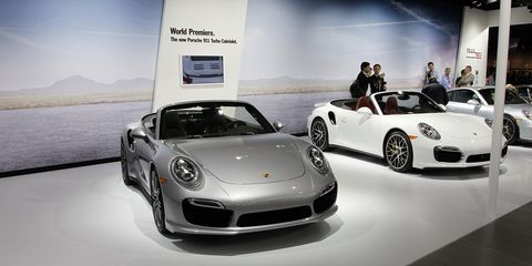Tire, Wheel, Automotive design, Vehicle, Land vehicle, Performance car, Car, Supercar, Personal luxury car, Sports car,
