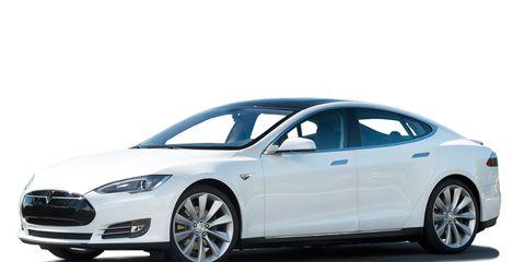 Tire, Wheel, Mode of transport, Automotive design, Product, Vehicle, Car, Rim, Headlamp, Automotive tire,