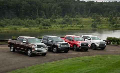 Tire, Motor vehicle, Wheel, Vehicle, Land vehicle, Automotive parking light, Grille, Fender, Rim, Bumper,