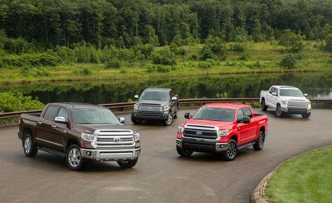 Tire, Wheel, Motor vehicle, Automotive design, Land vehicle, Vehicle, Automotive tire, Car, Rim, Grille,