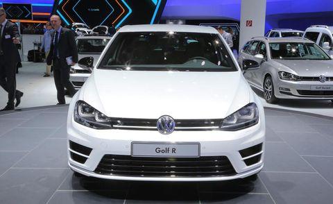 Automotive design, Vehicle, Land vehicle, Event, Car, Headlamp, Grille, Auto show, Bumper, Automotive exterior,