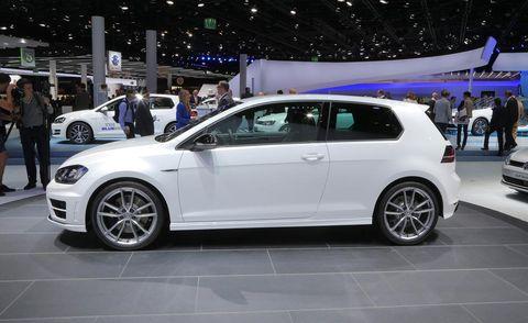 Tire, Wheel, Automotive design, Vehicle, Land vehicle, Alloy wheel, Automotive wheel system, Automotive tire, Car, Rim,