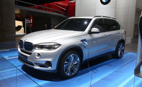 Tire, Wheel, Automotive design, Vehicle, Automotive tire, Land vehicle, Rim, Alloy wheel, Car, Automotive wheel system,