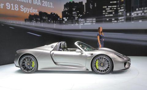Tire, Wheel, Automotive design, Spoke, Automotive wheel system, Rim, Alloy wheel, Car, Fender, Performance car,