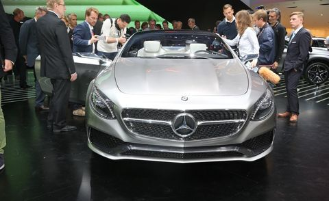 Automotive design, Mode of transport, Vehicle, Land vehicle, Event, Grille, Car, Personal luxury car, Luxury vehicle, Performance car,