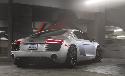 Tire, Wheel, Automotive design, Mode of transport, Vehicle, Land vehicle, Automotive lighting, Rim, Car, Alloy wheel,