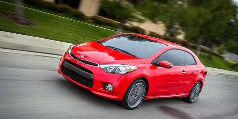 Tire, Motor vehicle, Wheel, Automotive design, Road, Vehicle, Land vehicle, Automotive lighting, Automotive mirror, Car,