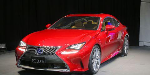 Automotive design, Vehicle, Event, Land vehicle, Car, Red, Alloy wheel, Automotive lighting, Fender, Rim,