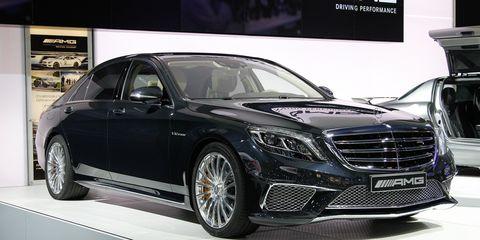 Tire, Wheel, Automotive design, Vehicle, Land vehicle, Automotive tire, Car, Rim, Grille, Mercedes-benz,