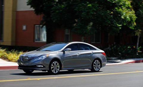 Wheel, Tire, Mode of transport, Automotive design, Vehicle, Automotive mirror, Rim, Car, Glass, Automotive lighting,
