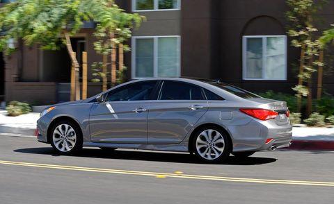 Wheel, Tire, Automotive design, Vehicle, Rim, Alloy wheel, Car, Spoke, Automotive parking light, Full-size car,