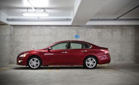 Tire, Wheel, Alloy wheel, Vehicle, Automotive design, Rim, Automotive tire, Full-size car, Car, Mid-size car,