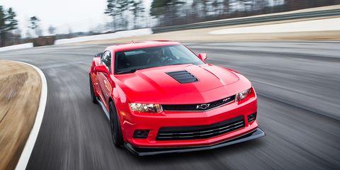 Tire, Automotive design, Vehicle, Land vehicle, Hood, Car, Automotive tire, Performance car, Chevrolet camaro, Automotive lighting,