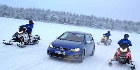 Winter, Automotive design, Vehicle, Land vehicle, Snow, Automotive tire, Car, Freezing, Fender, Automotive mirror,