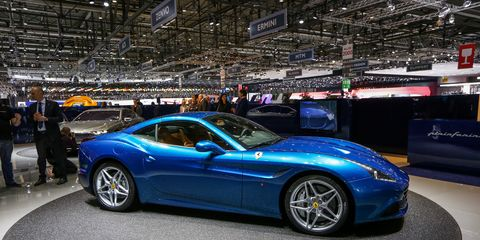Tire, Wheel, Automotive design, Vehicle, Land vehicle, Rim, Car, Performance car, Spoke, Automotive wheel system,
