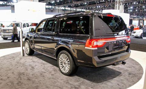 Tire, Wheel, Automotive tire, Automotive design, Vehicle, Land vehicle, Automotive exterior, Rim, Car, Glass,