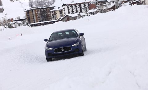 Motor vehicle, Automotive design, Winter, Automotive mirror, Automotive exterior, Headlamp, Freezing, Automotive lighting, Neighbourhood, Car,