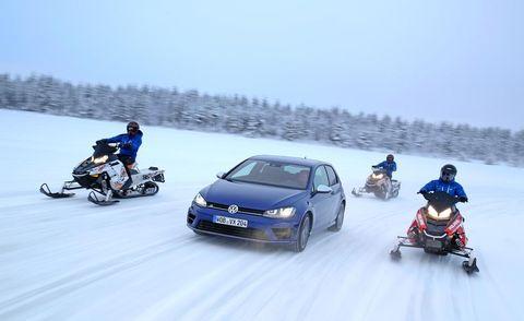 Automotive design, Winter, Vehicle, Car, Snow, Freezing, Fender, Automotive tire, Bumper, Automotive mirror,