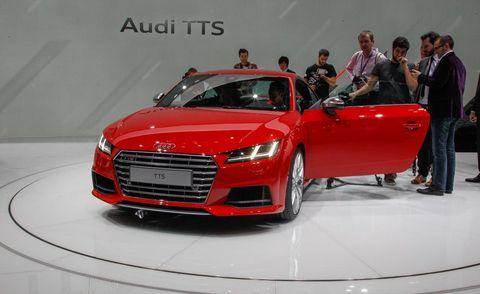 Automotive design, Vehicle, Event, Land vehicle, Grille, Car, Headlamp, Personal luxury car, Auto show, Bumper,