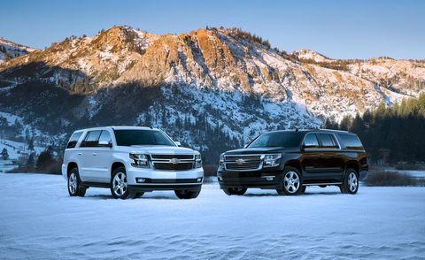 Wheel, Vehicle, Land vehicle, Automotive tire, Automotive mirror, Car, Mountainous landforms, Automotive exterior, Rim, Automotive parking light,
