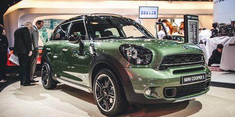 Tire, Wheel, Motor vehicle, Automotive design, Vehicle, Automotive tire, Land vehicle, Car, Automotive lighting, Rim,
