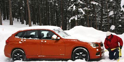 Tire, Wheel, Winter, Vehicle, Land vehicle, Automotive design, Automotive tire, Snow, Freezing, Car,