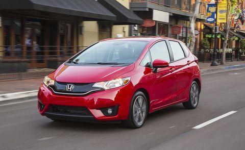 Motor vehicle, Mode of transport, Automotive mirror, Daytime, Vehicle, Land vehicle, Road, Glass, Headlamp, Car,