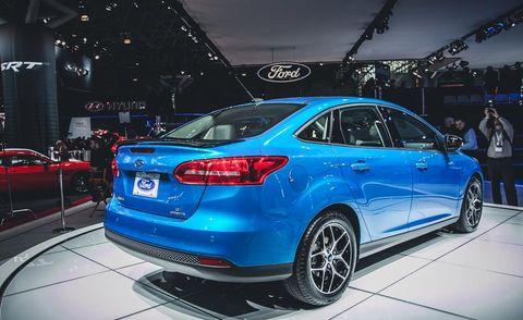 Tire, Wheel, Automotive design, Vehicle, Land vehicle, Car, Full-size car, Automotive lighting, Mid-size car, Personal luxury car,