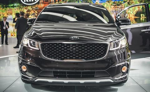 Motor vehicle, Automotive design, Daytime, Vehicle, Event, Grille, Headlamp, Car, Full-size car, Automotive lighting,