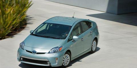 Land vehicle, Vehicle, Car, Hatchback, Motor vehicle, Toyota prius, Toyota, Compact car, Automotive wheel system, Wheel,