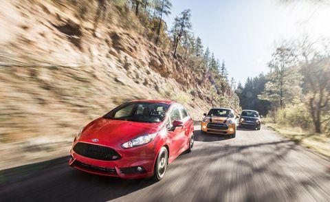 Tire, Motor vehicle, Wheel, Automotive design, Mode of transport, Vehicle, Automotive mirror, Land vehicle, Road, Infrastructure,