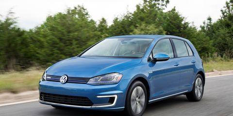 Tire, Motor vehicle, Wheel, Automotive mirror, Automotive design, Blue, Mode of transport, Daytime, Vehicle, Transport,