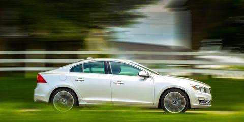 Tire, Wheel, Vehicle, Land vehicle, Automotive design, Car, Full-size car, Alloy wheel, Mid-size car, Automotive lighting,