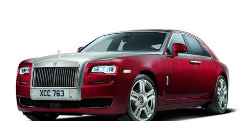 Motor vehicle, Tire, Automotive design, Vehicle, Transport, Car, Vehicle registration plate, Grille, Automotive lighting, Fender,