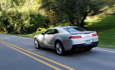 Tire, Motor vehicle, Wheel, Road, Mode of transport, Automotive design, Automotive tire, Vehicle, Automotive tail & brake light, Land vehicle,
