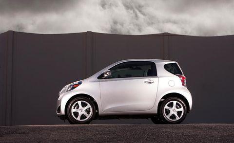 Motor vehicle, Wheel, Tire, Automotive design, Mode of transport, Vehicle, Car, Vehicle door, Alloy wheel, Fender,