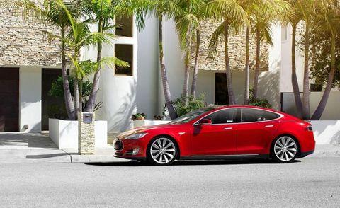 Tire, Wheel, Vehicle, Automotive design, Alloy wheel, Rim, Car, Fender, Performance car, Personal luxury car,