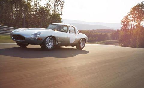 Tire, Wheel, Mode of transport, Automotive design, Vehicle, Land vehicle, Car, Automotive lighting, Classic car, Automotive wheel system,