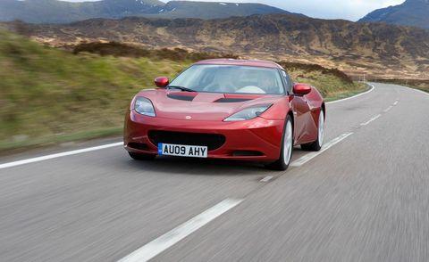 Road, Mode of transport, Automotive design, Vehicle, Land vehicle, Infrastructure, Car, Mountainous landforms, Performance car, Hood,