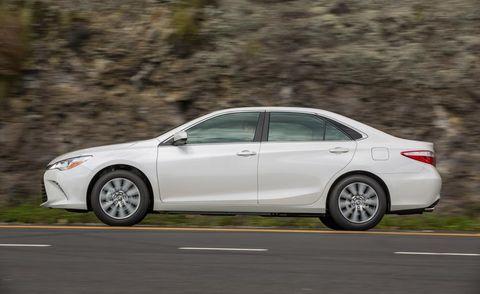 Tire, Wheel, Automotive design, Vehicle, Alloy wheel, Rim, Car, Full-size car, Mid-size car, Sedan,