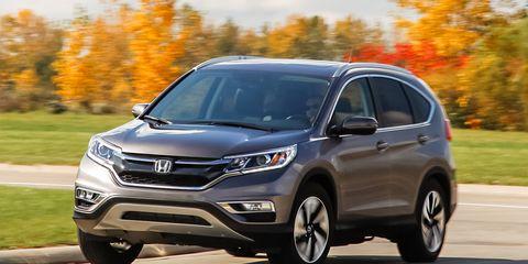 Tire, Motor vehicle, Wheel, Automotive mirror, Daytime, Vehicle, Automotive design, Headlamp, Automotive lighting, Land vehicle,