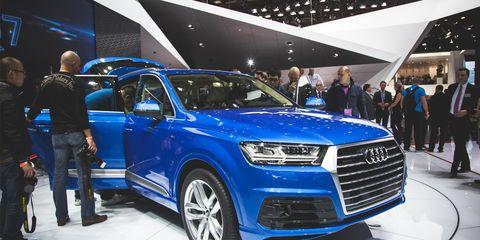 Automotive design, Land vehicle, Vehicle, Event, Car, Grille, Exhibition, Auto show, Carnivore, Luxury vehicle,