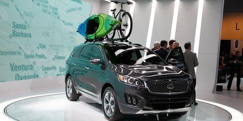 Tire, Wheel, Motor vehicle, Automotive design, Vehicle, Land vehicle, Car, Automotive tire, Grille, Rim,