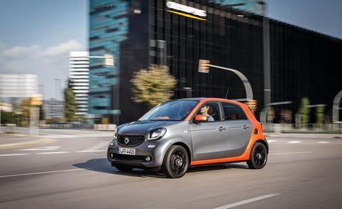 Motor vehicle, Wheel, Automotive design, Mode of transport, Vehicle, Automotive mirror, Car, Hatchback, Rim, Automotive wheel system,